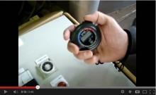 樹脂細粉砕品のスクリューコンベアによる定量供給テスト(タイマー)[動画]